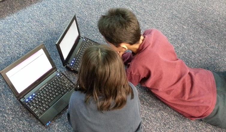 uzależnienie dziecka od telefonu komputera